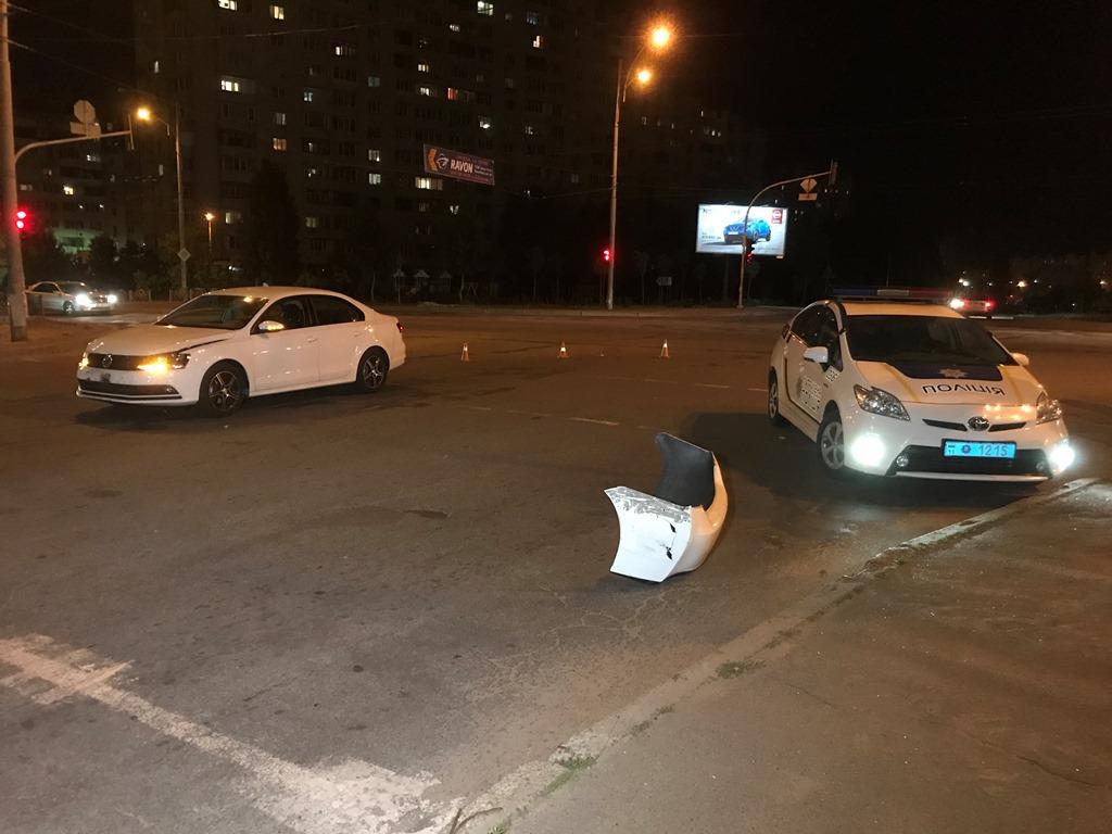На Троещине произошла авария с полицейской машинойToyota Prius