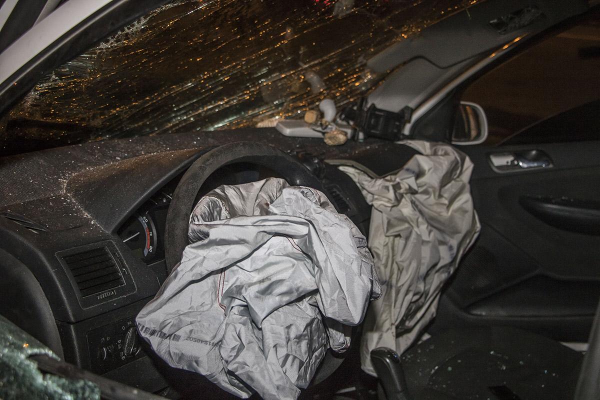 От удара сработали все подушки безопасности