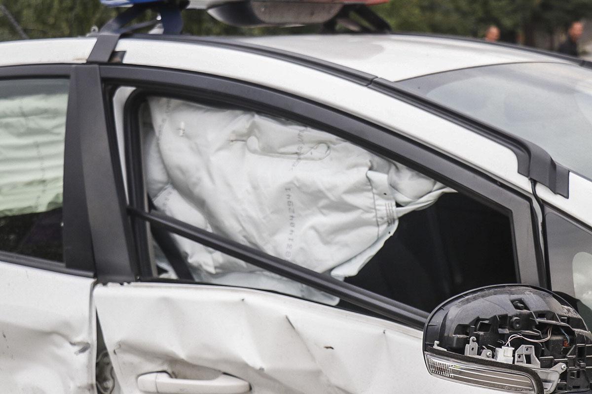 На Кольцевой дороге Subaru Forester врезался в полицейский Prius