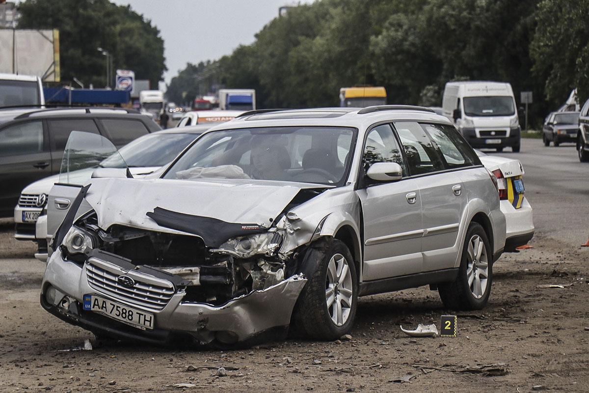 По предварительной информации, второй водитель не совсем соблюдал правила дорожного движения