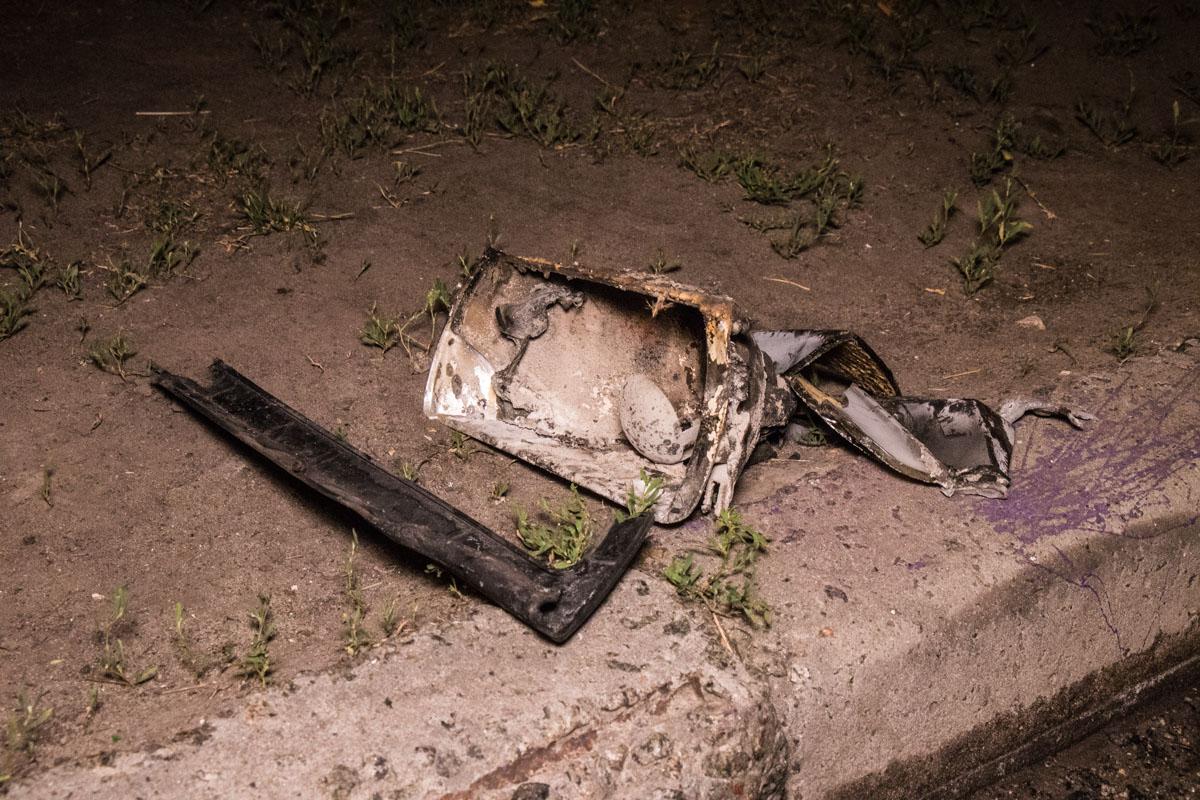 У автомобиля поврежден капот и моторный отсек