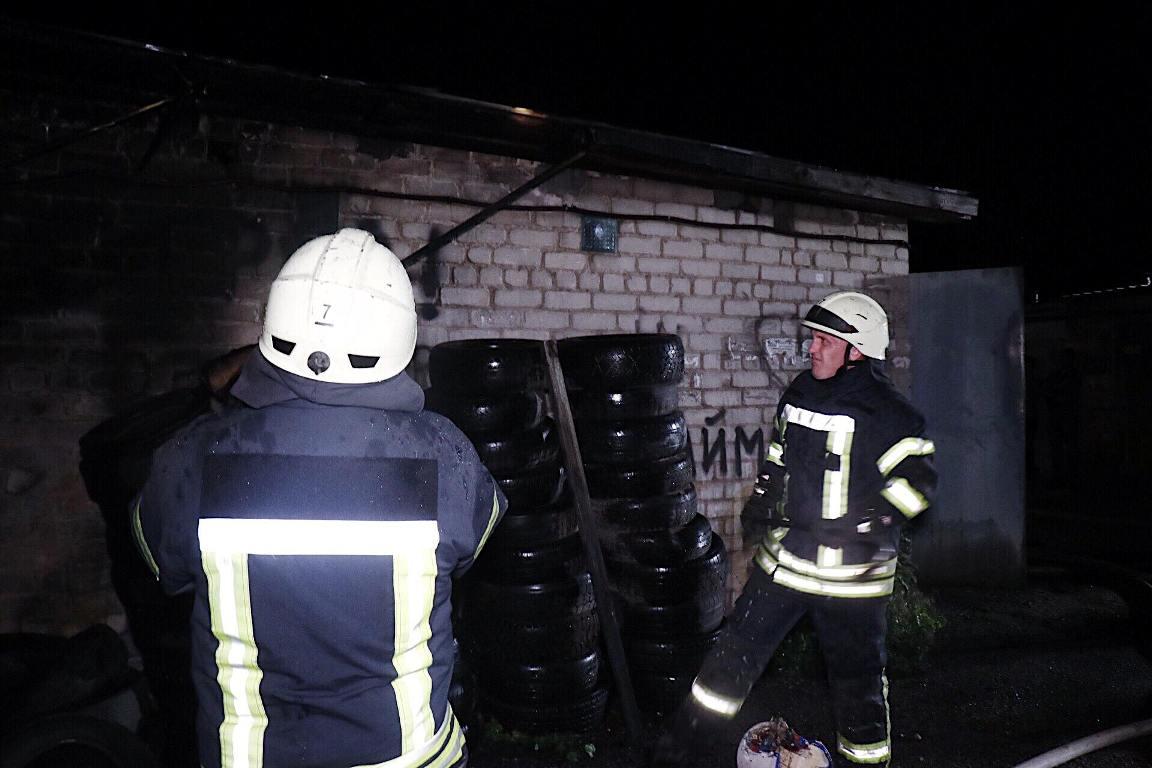 Пострадавших людей нет. Ущерб нанесен только имуществу в гараже, которое залили водой