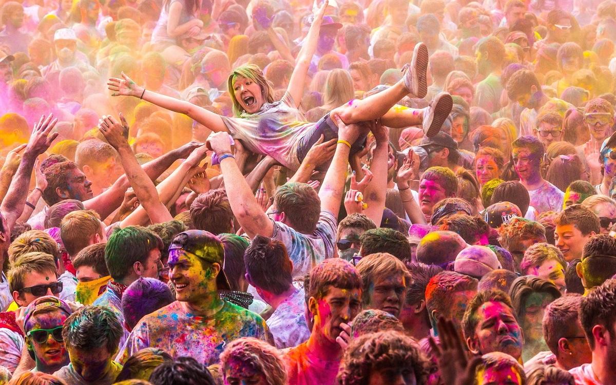 Фестиваль красок Холи - это всегда ярко и позитивно