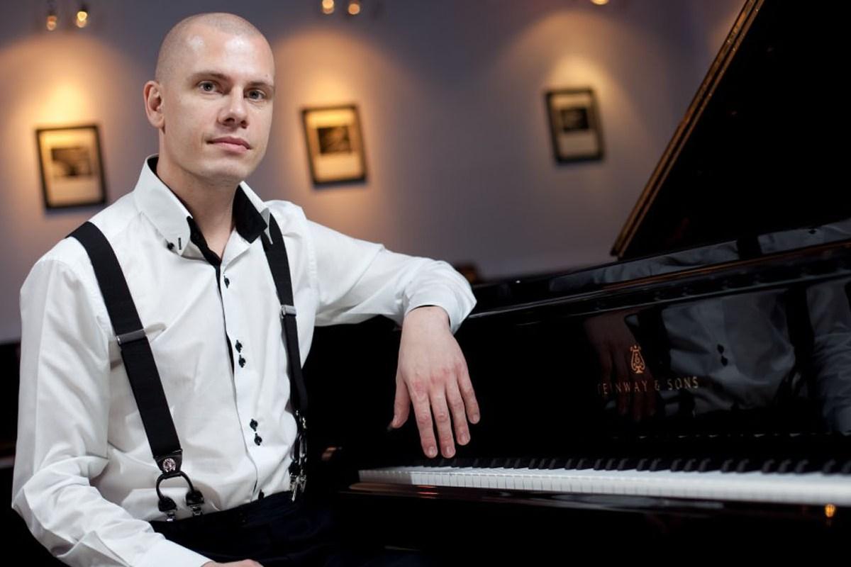 Музыкант нового поколения, известный пианист и джазовый композитор Павел Игнатьев сыграет свою музыку лета