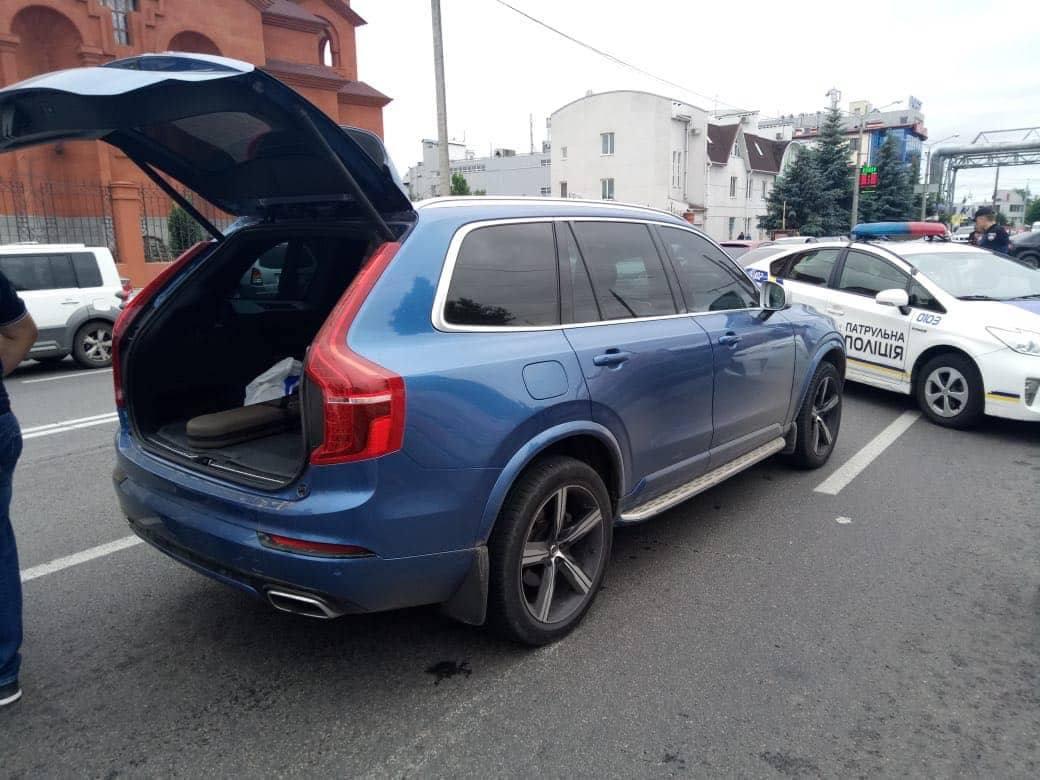 Авто, в котором передвигался киллер из Харькова