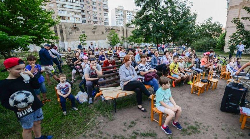 Инициаторы создания кинотеатра под открытым небом на Позняках - депутаты