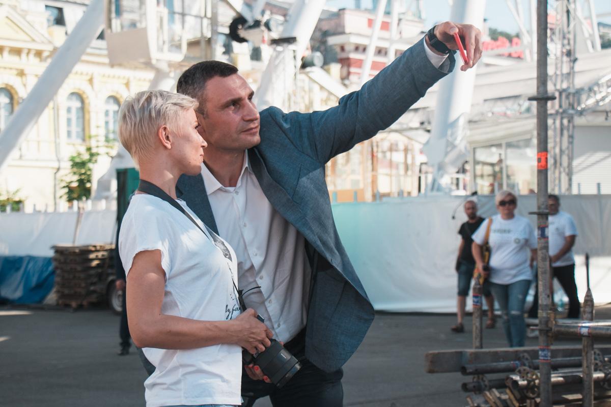 Виталий Кличко охотно фотографируется с жителями и гостями столицы