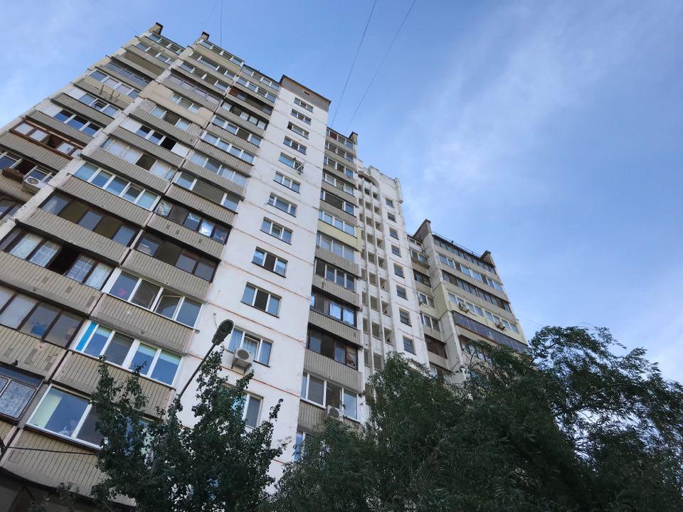 В доме на улице Бальзака, 65а с 14-го этажа упал лифт с бабушкой внутри