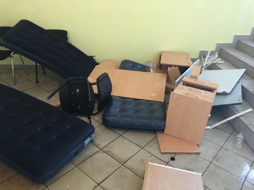 """""""Штурм"""" офисных зданий """"Магелана"""" сопровождался погромом мебели"""