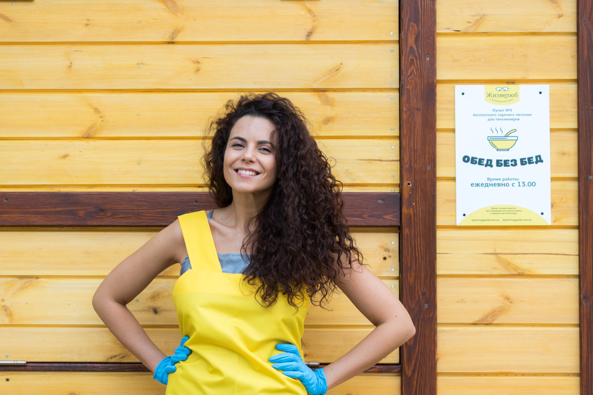 На официальное открытие пришла украинская певица Настя Каменских