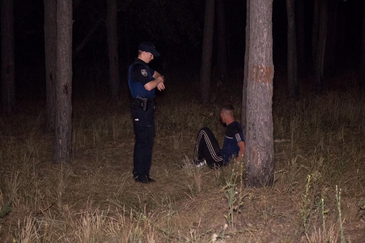 Полицейский погнался за подозреваемым, при задержании он оказал сопротивление