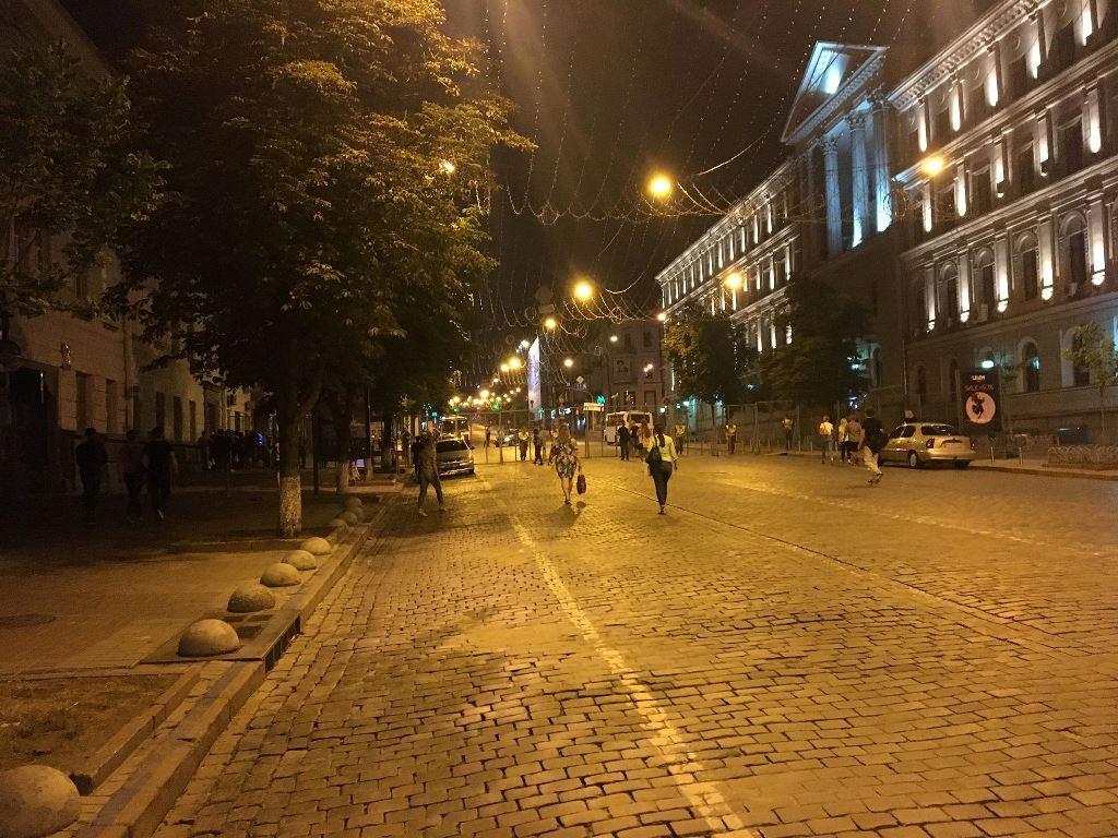 В центре столицы в ночь с 16 на 17 июня перед ЛГБТ-парадом сотрудники полиции не выпускали людей из центра домой