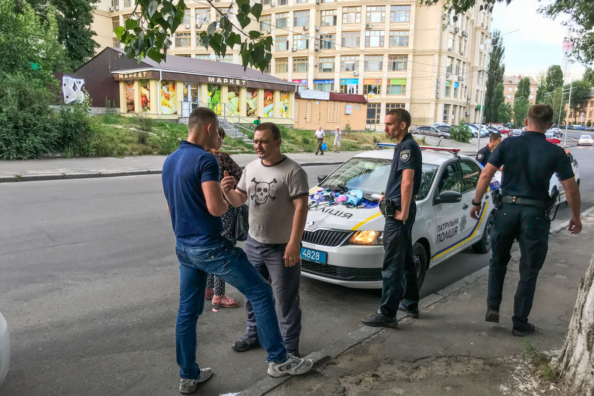 В Киеве на улице Парково-Сырецкой, 17 произошла стрельба. В результате конфликта никто не пострадал