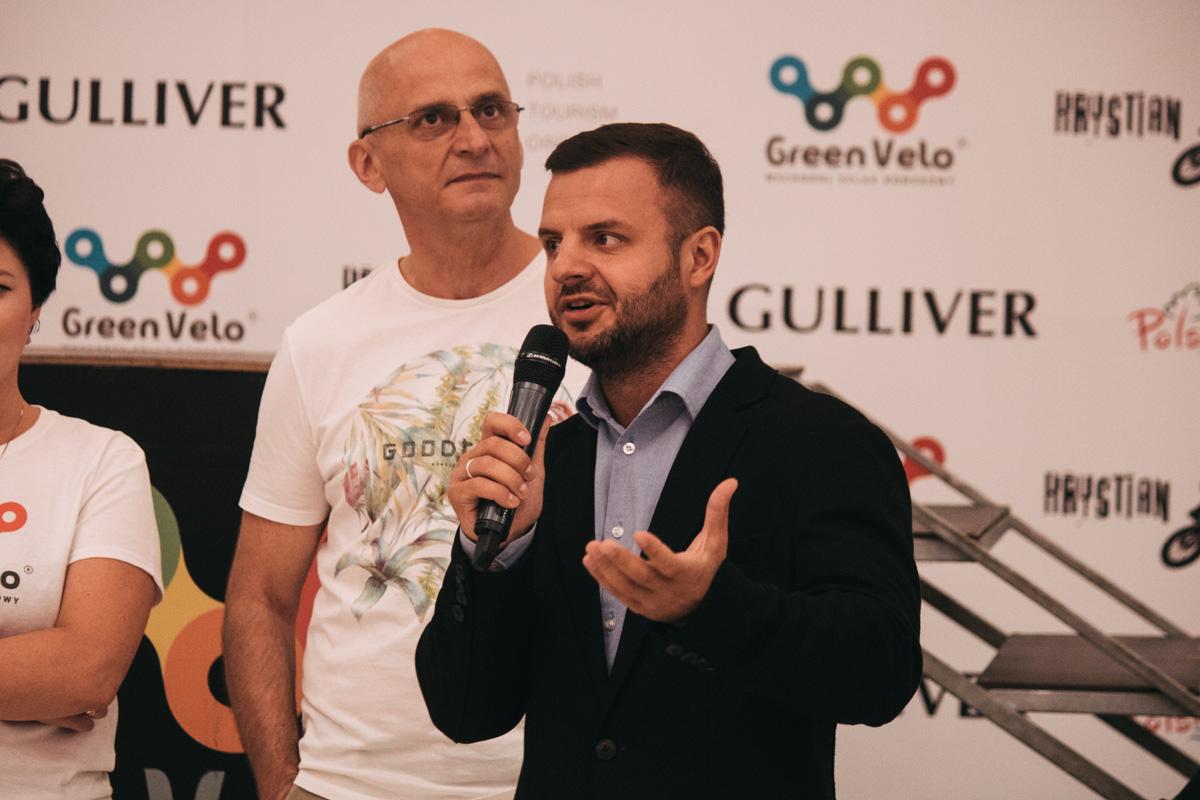 Пожелать удачи спортсмену пришел начальник управления туризма КГГА Антон Тараненко