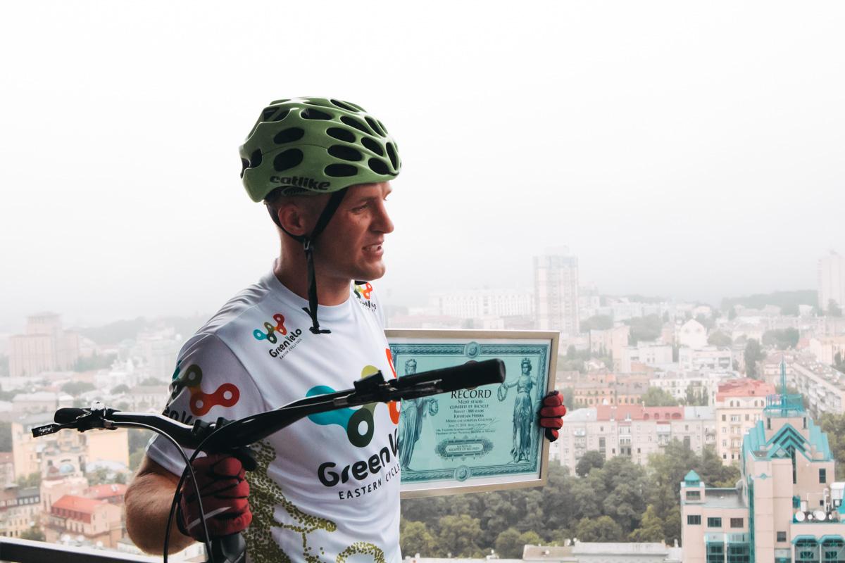 888 ступенек Кристофер преодолел на велосипеде за 17 минут 10 секунд