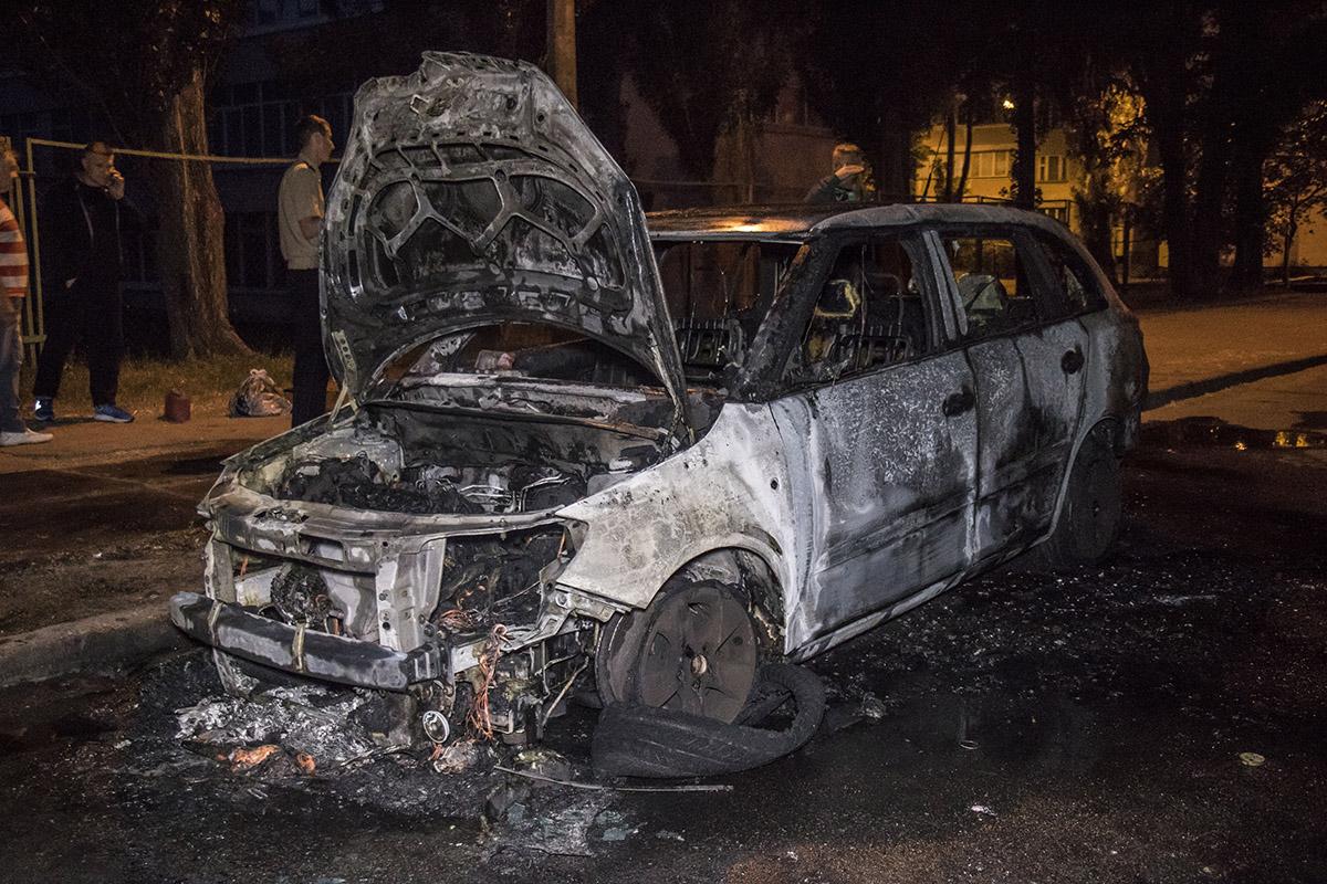 Машина полностью сгорела