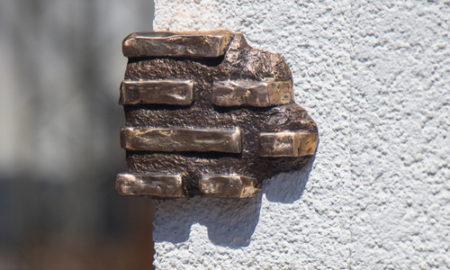 В Киеве появилась мини-скульптура, помогающая получить квартиру