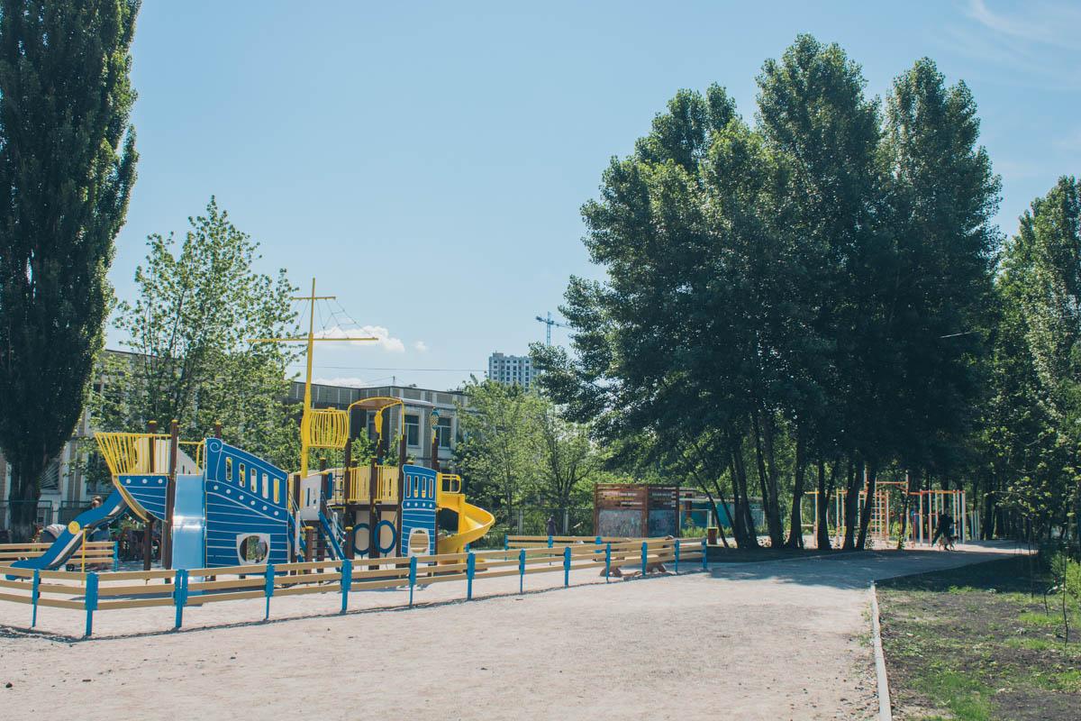 Благоустроена огромная детская игровая площадка