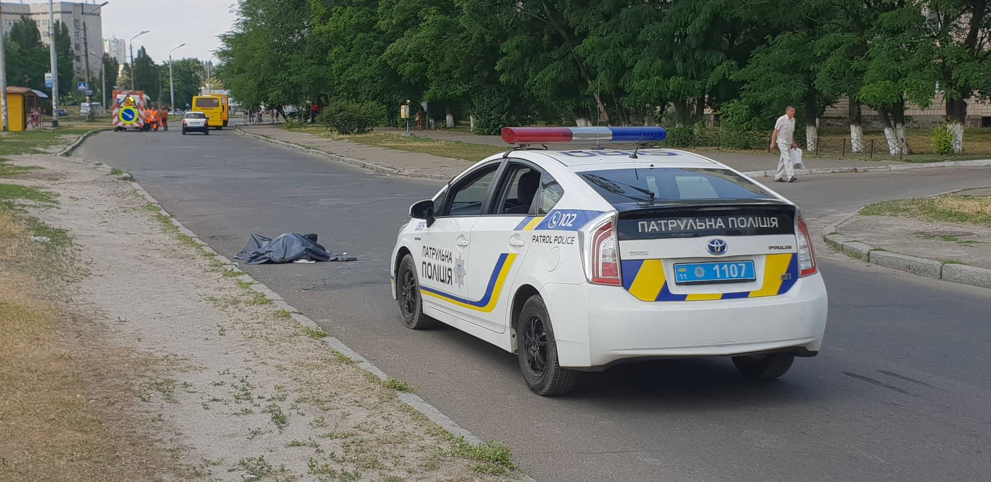 На Борщаговке внезапно умер 74-летний мужчина, который ехал на велосипеде