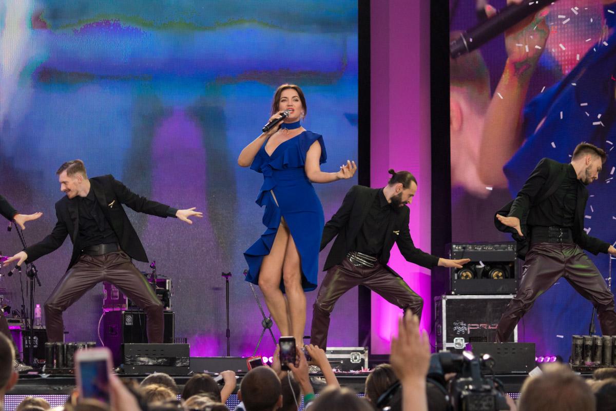 Оля Цибульская не только выступала в качестве артиста, но и провела всю концертную программу в роли ведущей