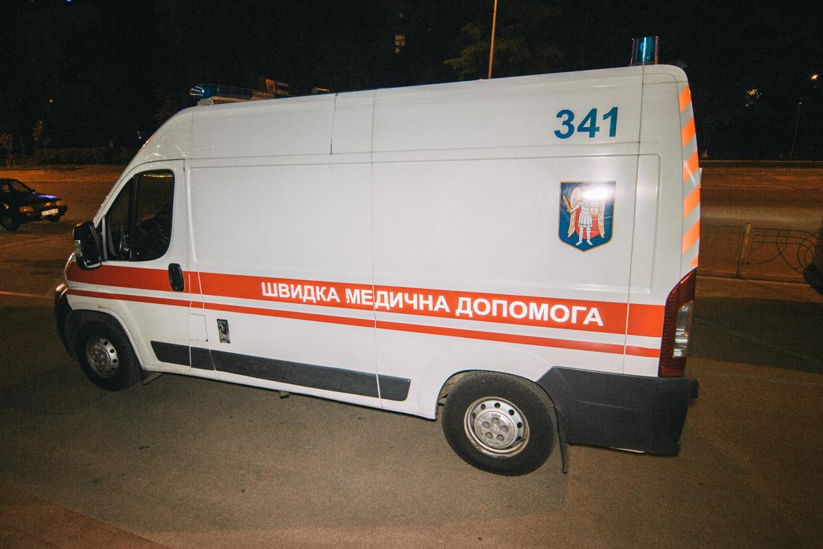 На место прибыли карета скорой помощи и патрульные. Причину смерти установят эксперты