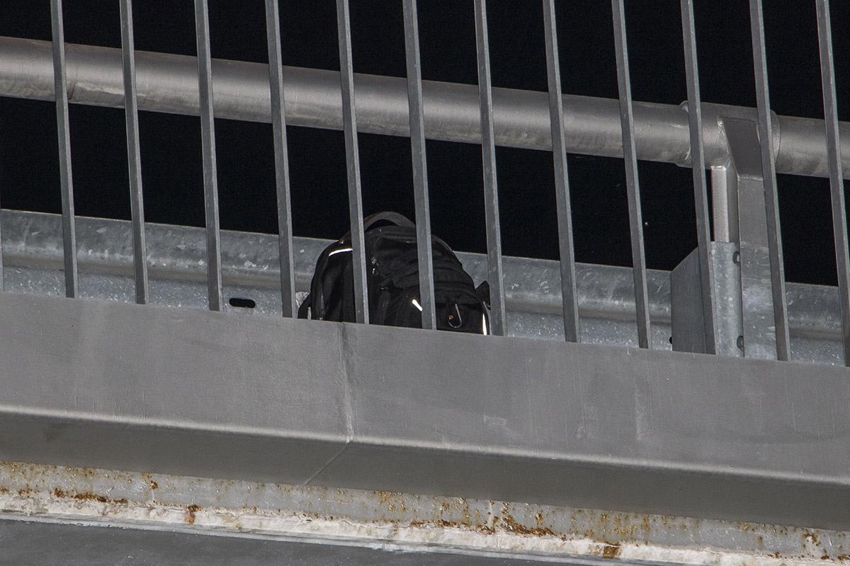 На мосту обнаружили рюкзак погибшего, в ней находились документы
