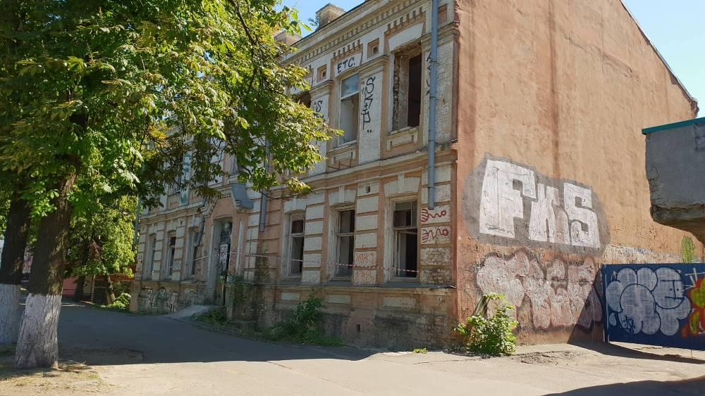 По предварительным данным, мужчины был бездомным и проживал в заброшке. Фото: Влад Антонов