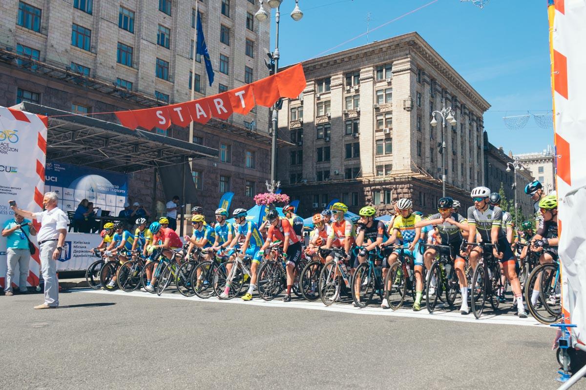 На велосипедистов сегодня пришли посмотреть много людей