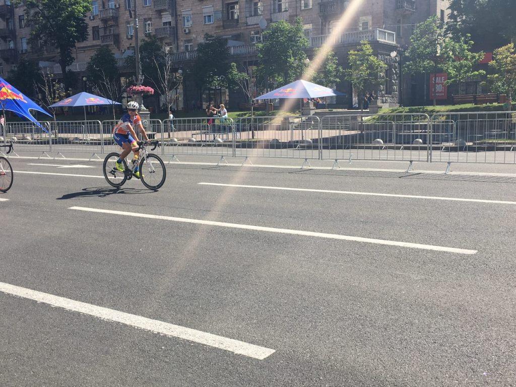 Участницы едут по заранее намеченному маршруту, финишной точкой станет Майдан Независимости