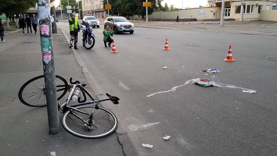 В столице на улице Фрунзе возле трамвайного депо автомобиль сбил велосипедиста
