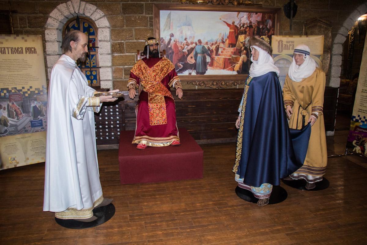В селе Гатном под Киевом открылась выставка силиконовых фигур