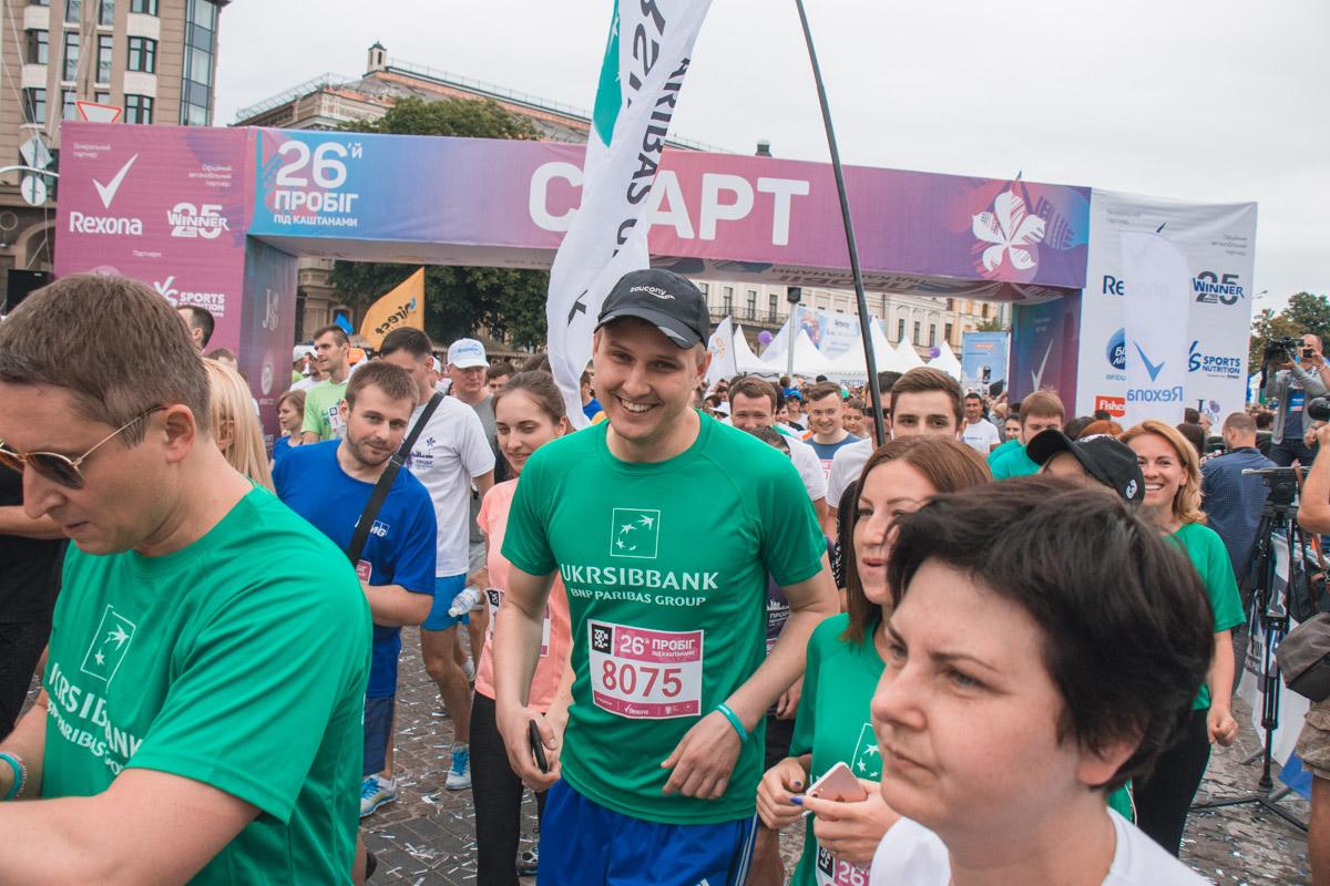 Радостные лица участников забега