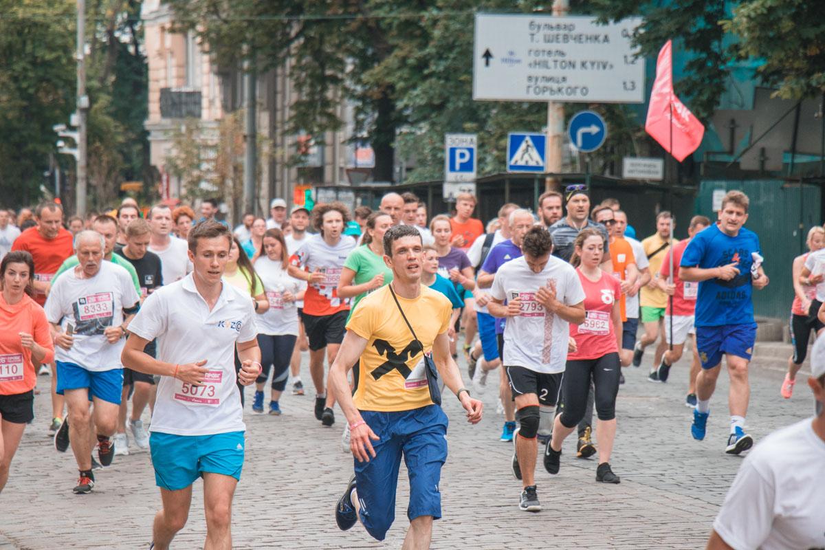 Создавалось впечатление, что Киев вдруг превратился в большое спортивное поле