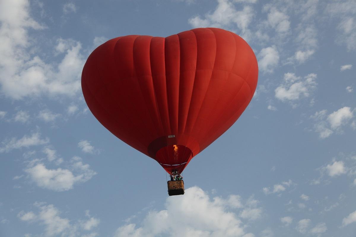 Полет на воздушном шаре - отличный способ признаться в любви своей второй половинке