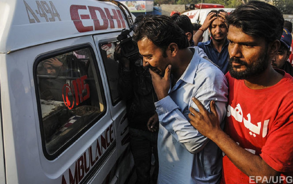 В Пакистане в ДТП с грузовиком и пассажирским автобусом погибли около 17 человек