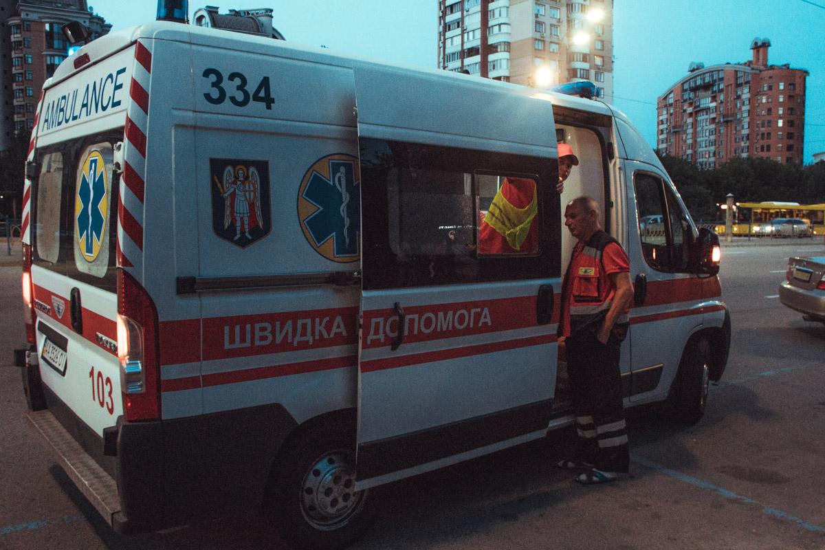 Девушка пассажир Peugeot ударилась грудной клеткой и ей оказывали первую помощь, но от госпитализации она отказалась.