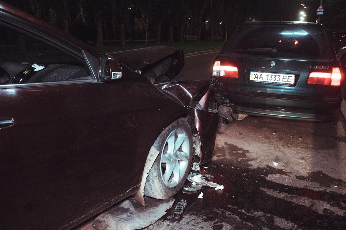 BMW был припаркован у обочины, Geely ехала в сторону проспекта Победы