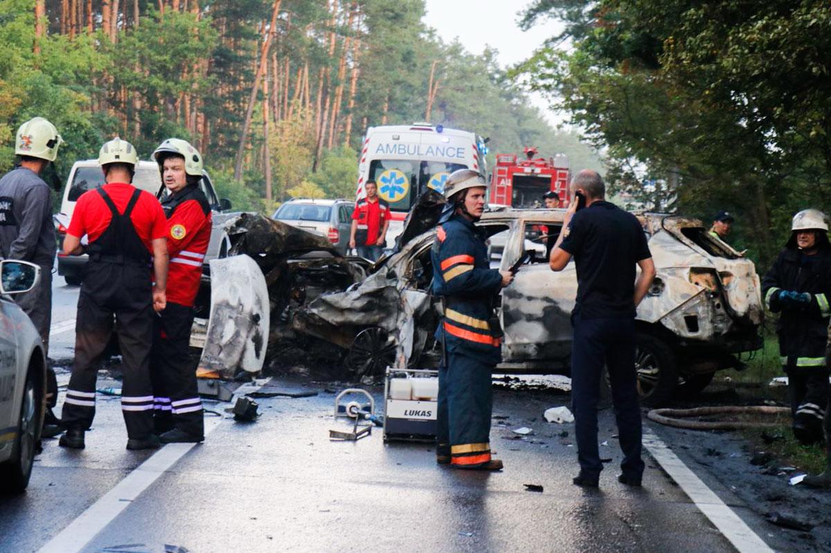 ИзHyundai, проезжающие мимо водители, вытащили троих человек с травмами разной степени тяжести