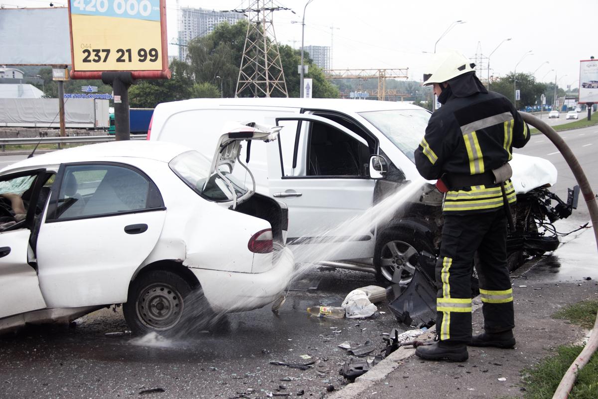 В результате лобового столкновения погибли водитель и девушка-пассажирLanos