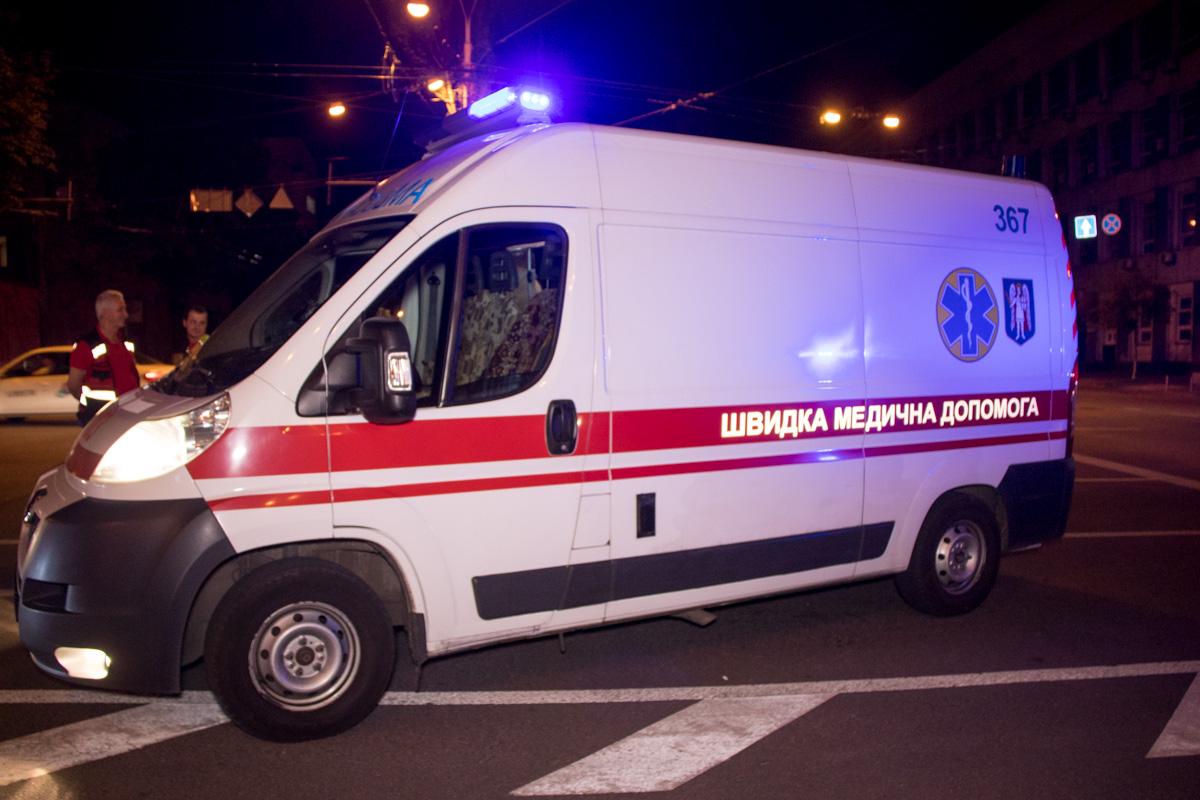 На место происшествия оперативно прибыли полиция и карета скорой помощи