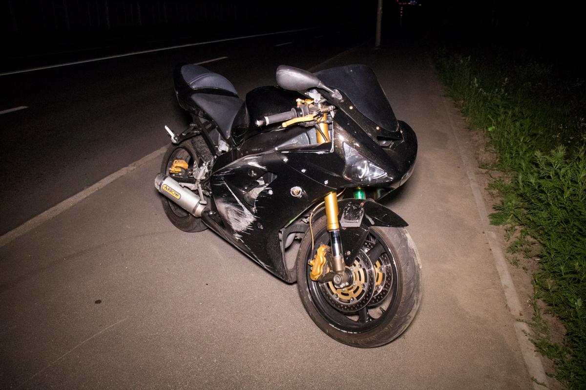 По адресу улица Газопроводная мотоциклKawasakiсбил двоих пешеходов