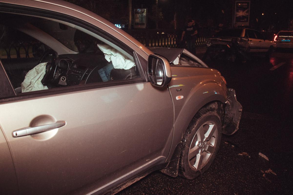 "Mitsubishi Outlander догнал ""немца"" и разбил обе машины"