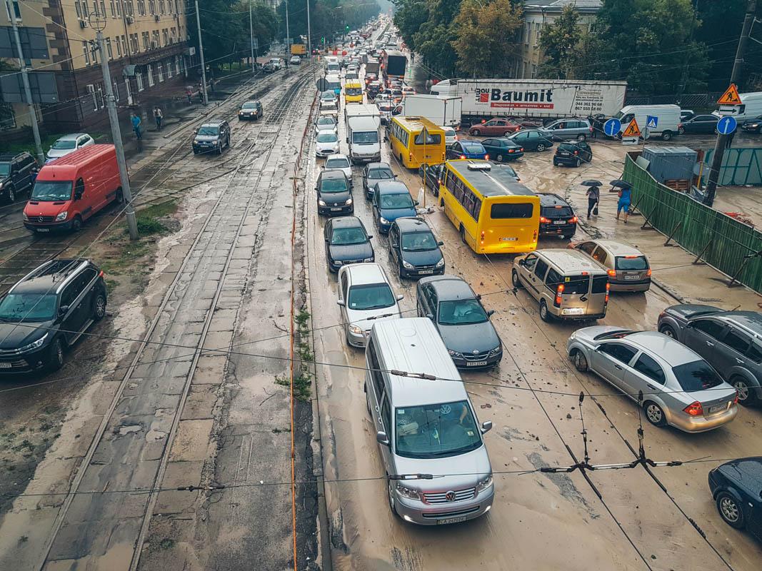 Из-за обвала насыпи возникли трудности с движением транспорта