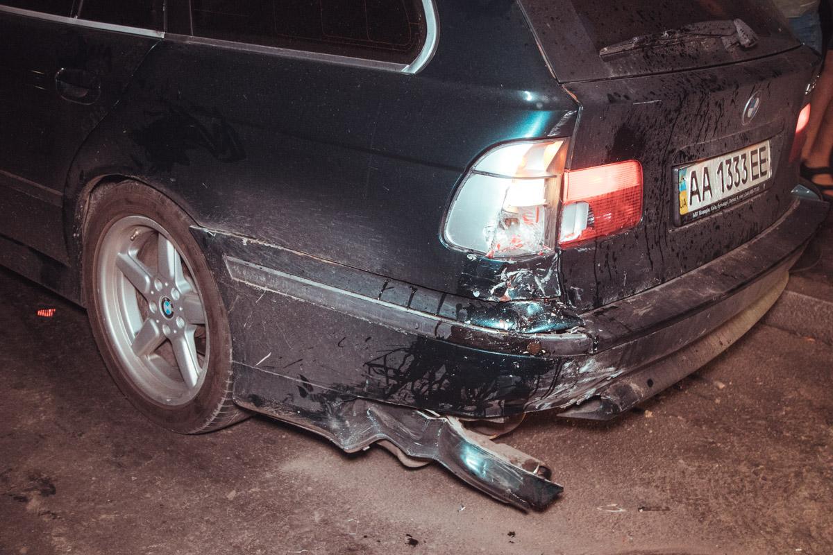 В результате аварии обе машины получили серьезные повреждения