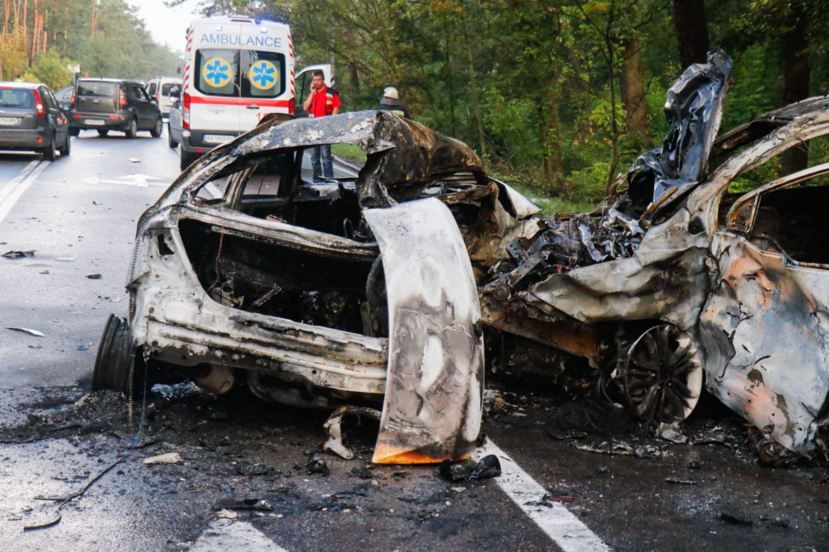На выезде из Киева на Столичном шоссе случилось масштабное ДТП