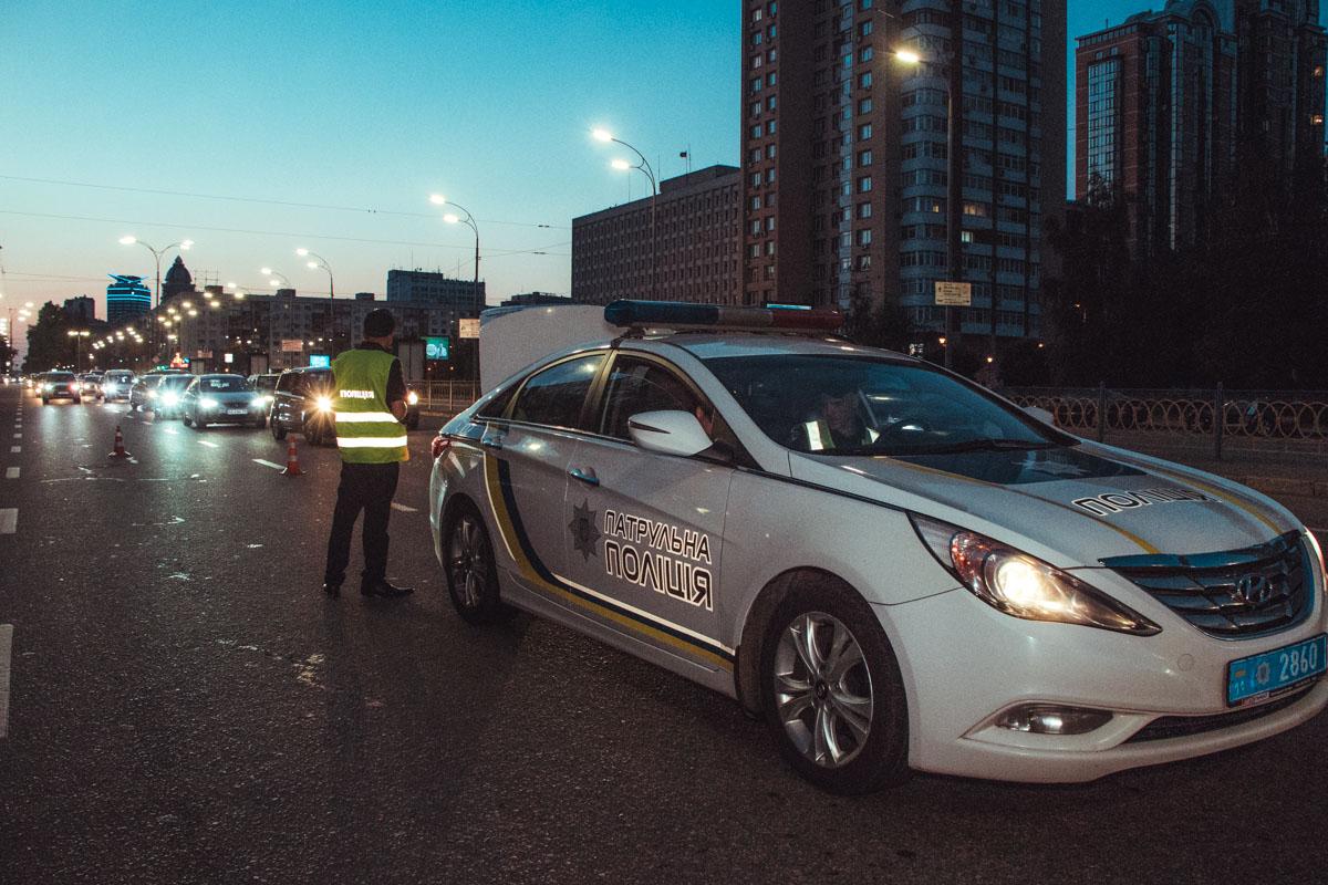 Движение по бульвару Леси Украинки в сторону проспекта Дружбы Народов в первой и второй полосе затруднено