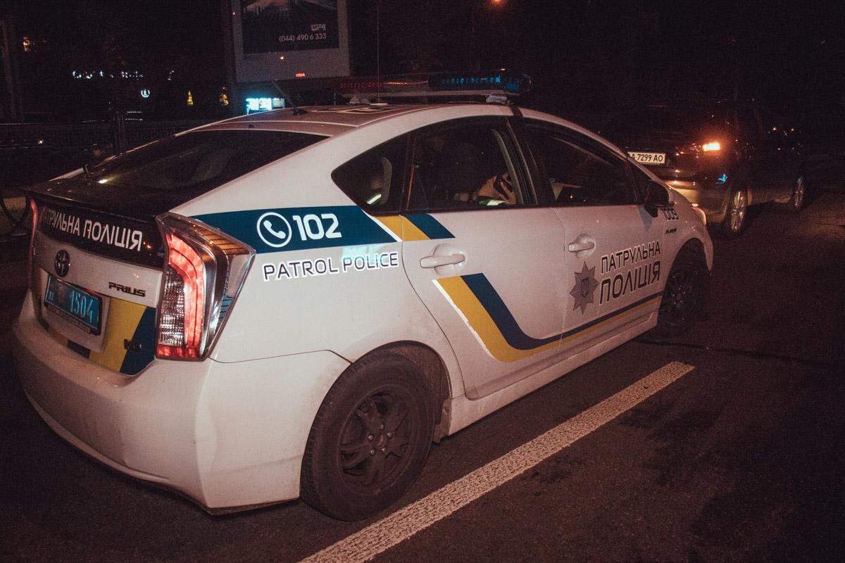 Полиция оформляет ДТП, перекрыты две левые крайние полосы движения
