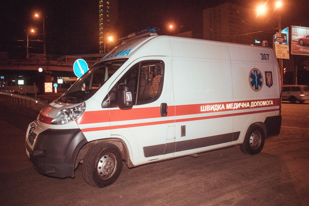 Пассажиров каждой из машин осматривали врачи скорой помощи