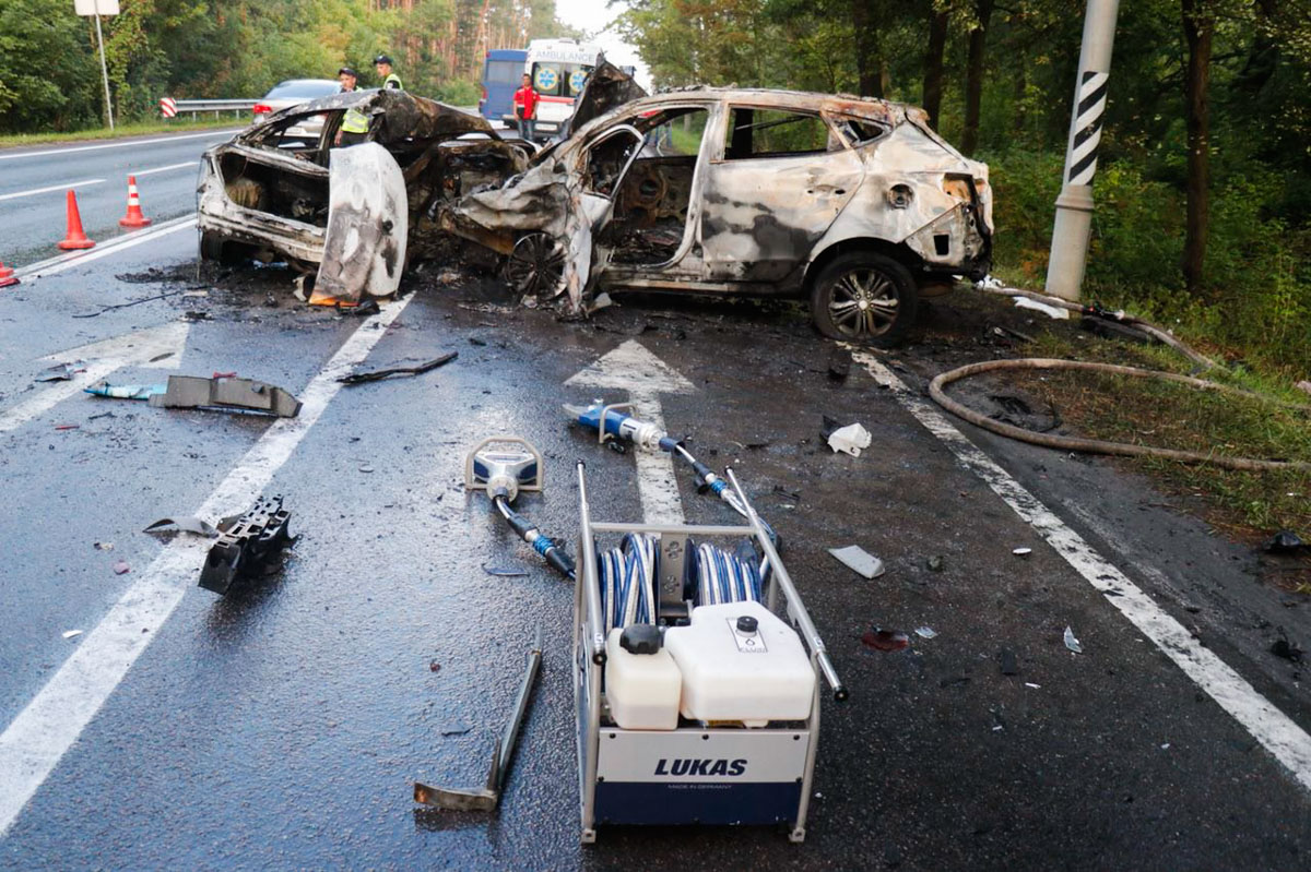 Renault ездила на газу, поэтому после столкновения машина сразу же вспыхнула