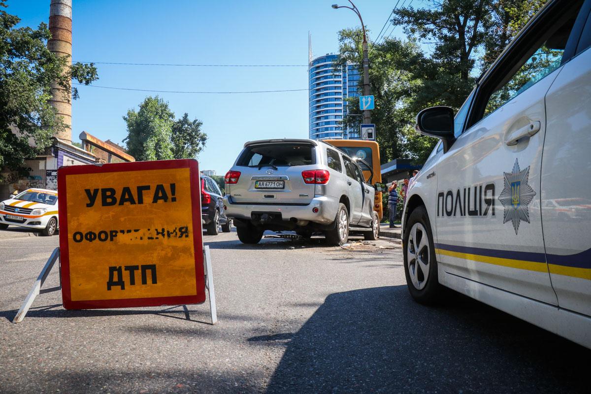 В Киеве джип влетел в маршрутное такси